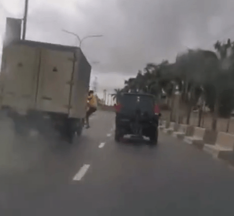 LASTMA official falls off a moving truck while trying to arrest the driver