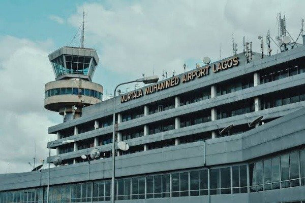 Driver at Murtala Mohammed International Airport returns bag containing $40,000 and other valuables