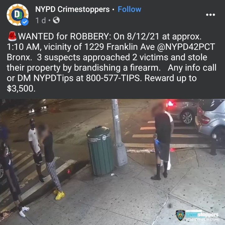 Moment two men were robbed of their jewelry and shoes in the Bronx (video)