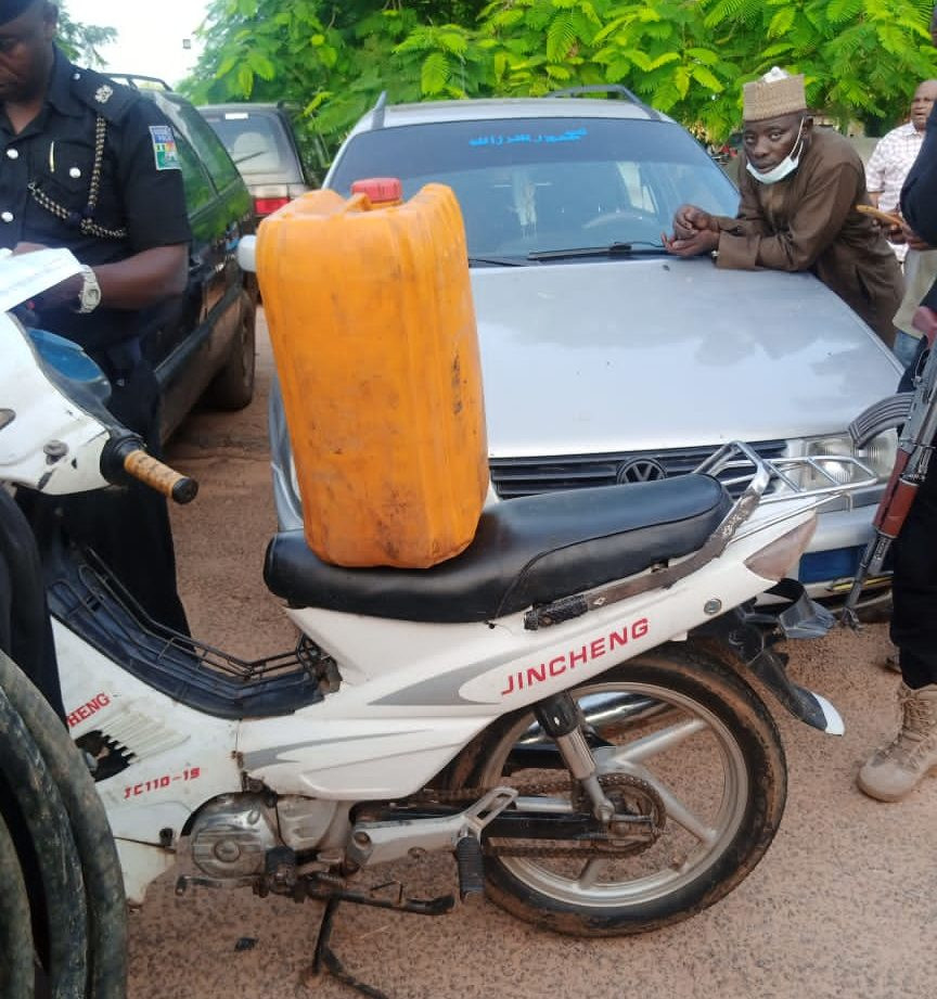 Police arrest foreigner and four others for allegedly supplying fuel to bandits in Katsina 1