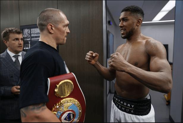 Oleksandr Usyk returns Anthony Joshua's belts after win (photos)