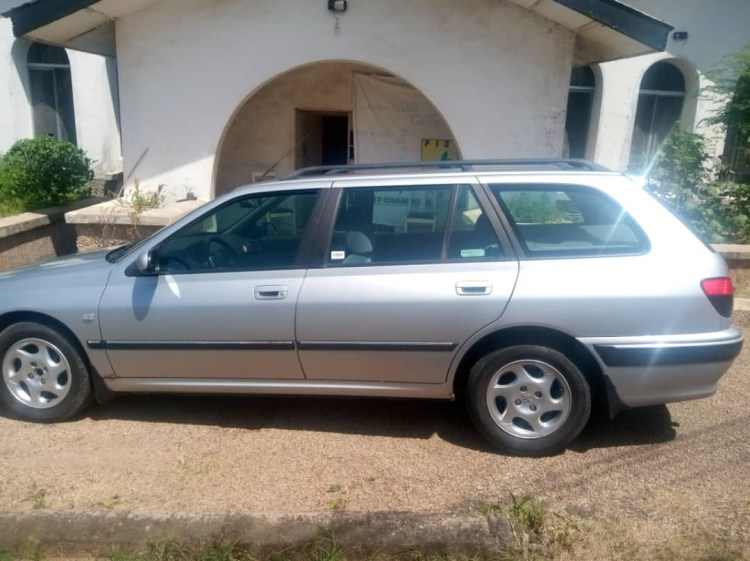 Interesting reactions after Nigerian football club Plateau United present official car to their new coach