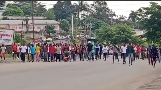 Soldier beaten to death by angry mob for killing 3-year-old girl in Cameroon because her mother refused to pay bribe