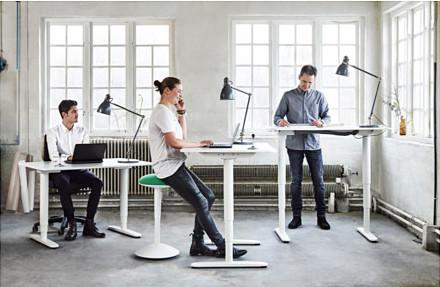 bekant-desk-sit-stand-white__0384121_PH125329_S4