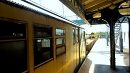 yellow train new york travel subway
