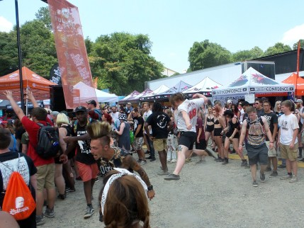 Moshing at Vans Warped Tour 2016