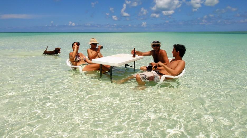 ¿Cómo puedo decidir si una playa es segura para mi salud?