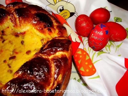 Pască cu brânză dulce şi stafide