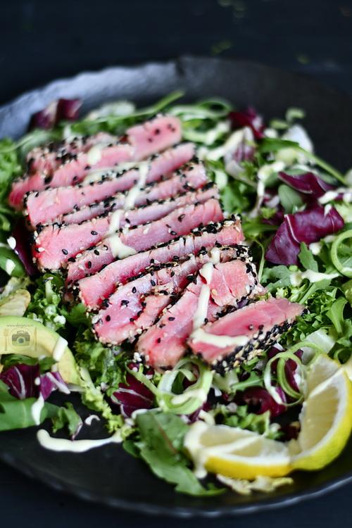Steak de ton cu susan - Bucătăria familiei mele -www.alexjuncu.ro