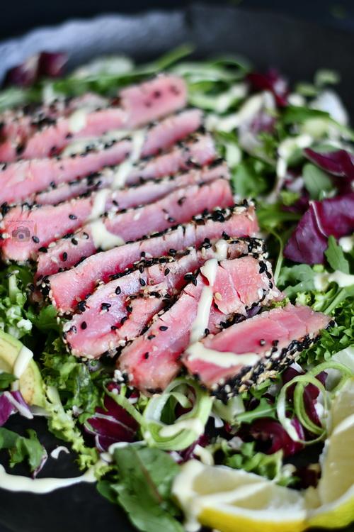Steak de ton în crusta de susan - Bucătăria familiei mele -www.alexjuncu.ro