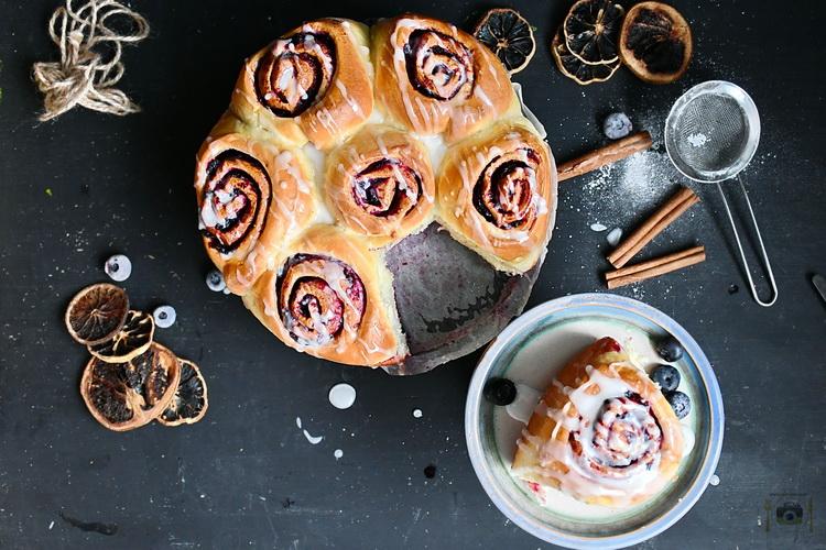 Blueberry Cinnamon Rolls - Bucătăria familiei mele- www.alexjuncu.ro
