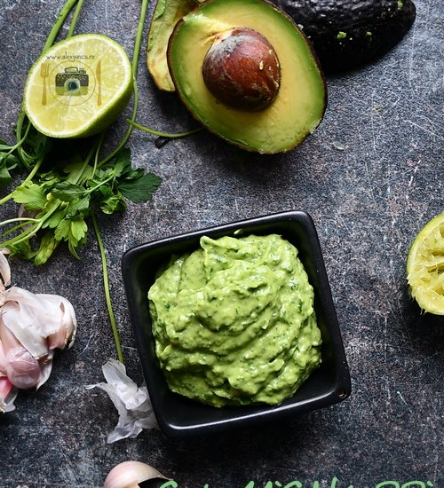Chimichurri – sos verde cu avocado