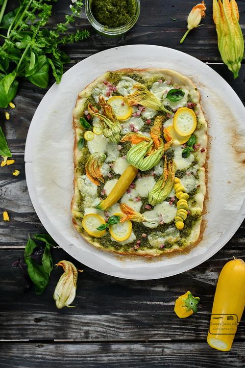 Pizza cu flori la kamado - Bucătăria familiei melele- alexjuncu.ro