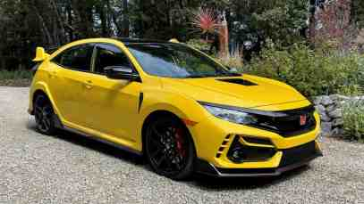 2021-Honda-Civic-Type-R-Limited-Edition-front-three-quarters-01