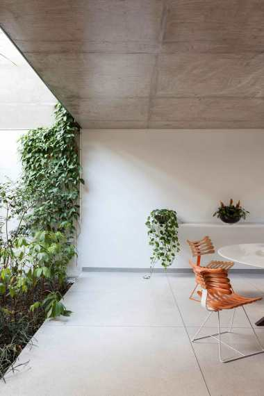 Jardins-House-by-CR2-Arquitetura-Yellowtrace-14 ARDINS HOUSE BY CR2 ARQUITETURA IN SÃO PAULO.