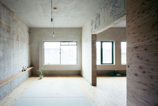 Naruse Inokuma Architects + Hiroka Karibe Setgaya Flat #5 (COULD BEYOGA STUDIO DESIGN)
