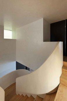 Rehabilitation-of-an-Apartment-by-CorreiaRagazzi-Arquitectos-Yellowtrace-02