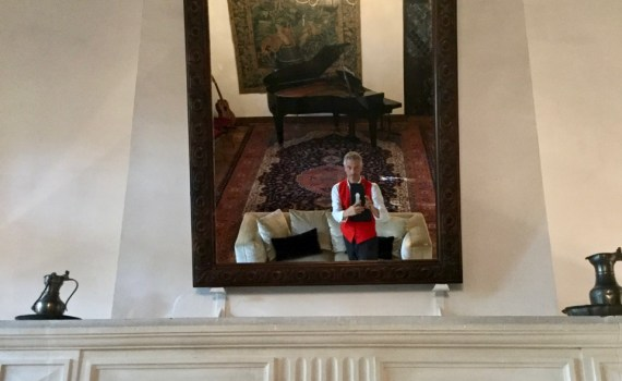 pianist in the mirror