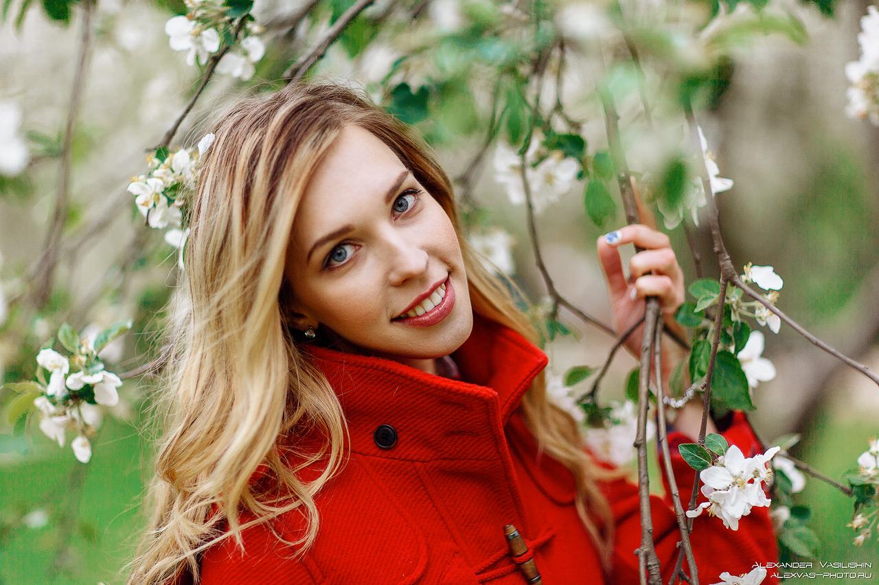 фотосессия в коломенском парке в яблонях
