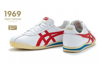 onitsuka-tiger-corsair-advertisement-1-640x426