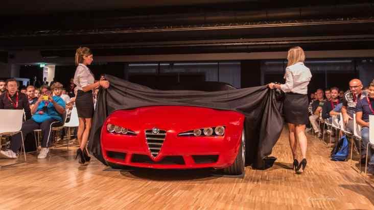 Arriva il momento tanto atteso, alle bellissime Eleonora e Martina l'onore di scoprire al pubblico la Brera Concept