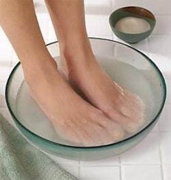 حمام نمک با پاشنه پا