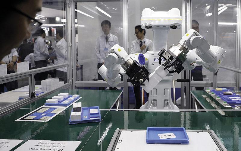 Conheça o novo robô da Epson que observa, pensa e trabalha