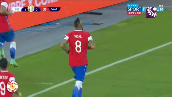 شاهد هدف التعادل (1 – 1) لصالح تشيلي في شباك الأرجنتين