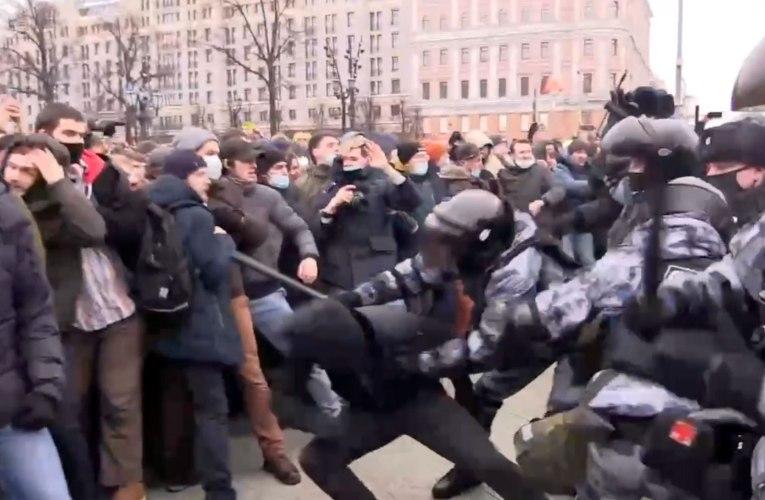 Navalny – mielenosoitukset – video