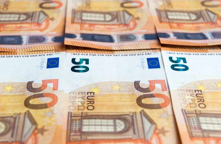 Finanssiala: Kotitalouksien säästöt nousivat viime vuonna lähes 7 miljardiin euroon
