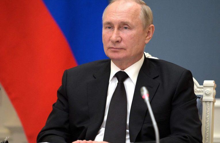 Deutsche Welle: Putin vetäytyminen karanteeniin herättää epäilyjä