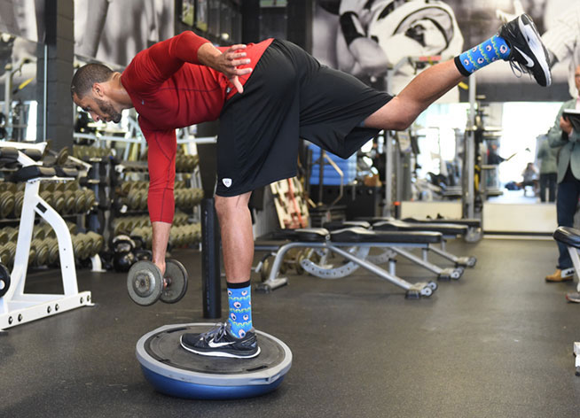 olahraga rumahan, olahraga sehat, olahraga single leg balance stick, kebugaran, olahraga, sehat, latihan