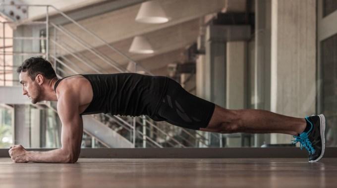 olahraga rumahan, kebugaran, olahraga, sehat, latihan, olahraga plank, plank sehat, olahraga pagi hari