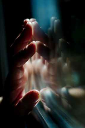 close up photography of human left hand