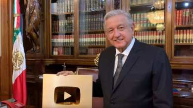Photo of VIDEO: AMLO presume el 'Botón de Oro' que otorga YouTube