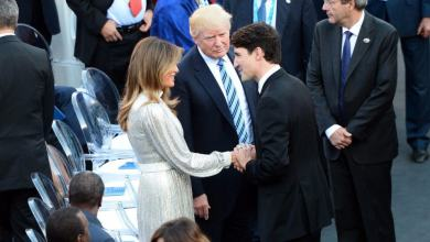 Photo of Sugestivo beso de Melania a Justin Trudeau frente a Trump