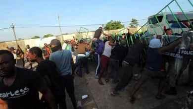 Migrantes protestan contra autoridades