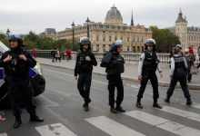 Photo of Matan a puñaladas a cuatro policías en París