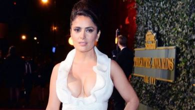 Photo of Salma Hayek se quita la ropa para celebrar
