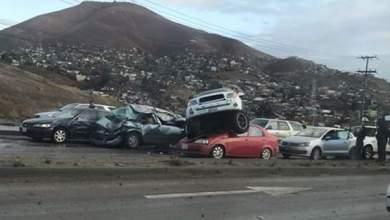 Photo of 'Vuela' en sentido contrario y cae sobre autos en Vía Rápida