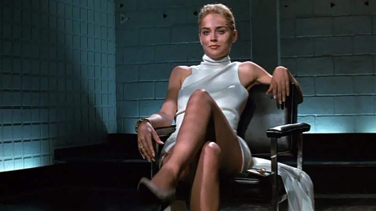 Sharon Stone recrea la famosa escena de 'Bajos Instintos'