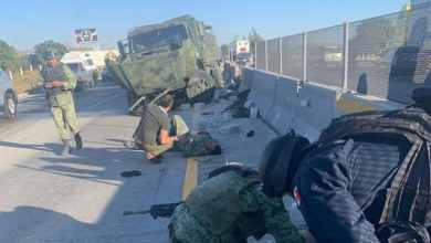 Photo of Camión de Sedena choca y vuelca
