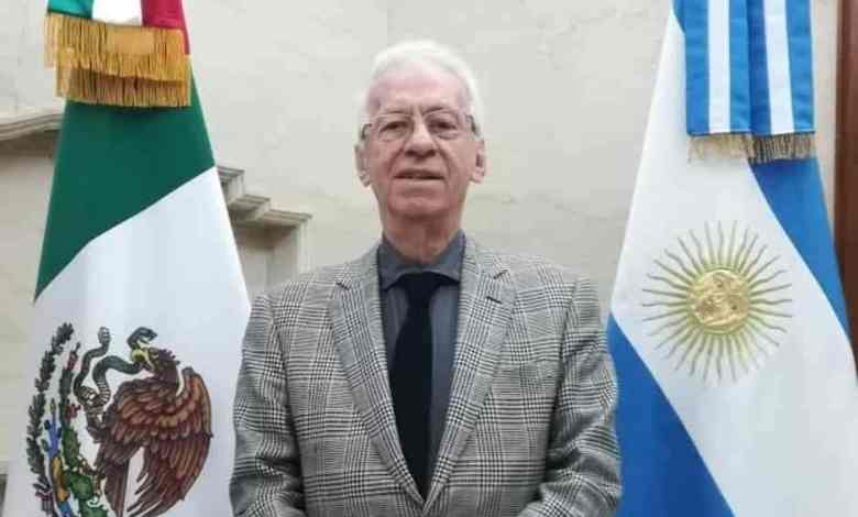 Photo of Captan a embajador de México robando un libro