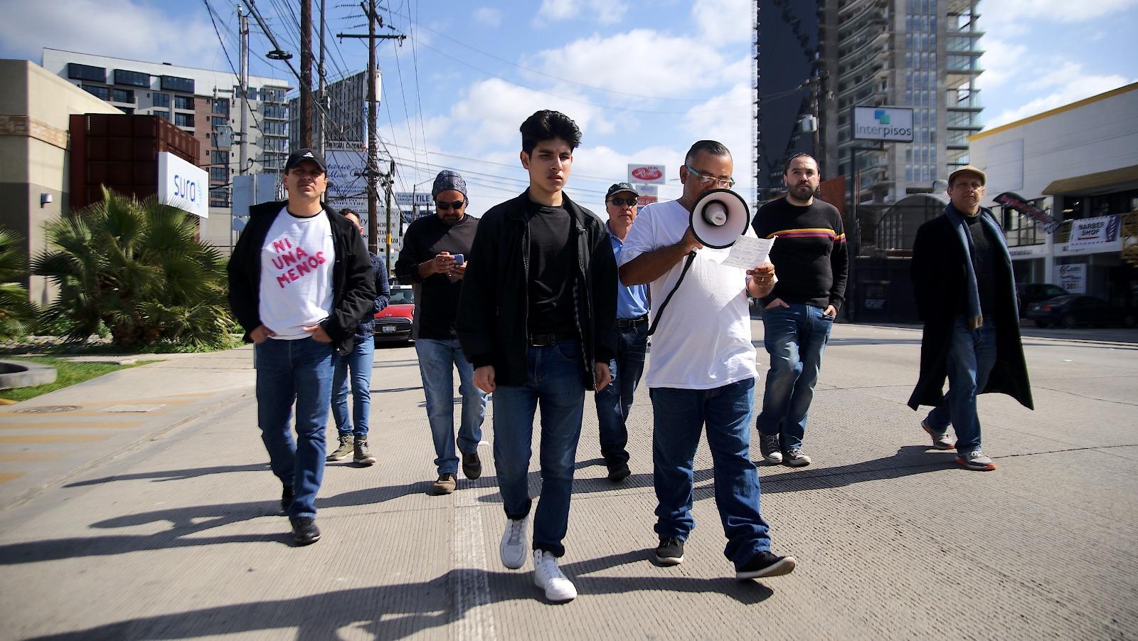 Hombres marchan contra la violencia hacia las mujeres