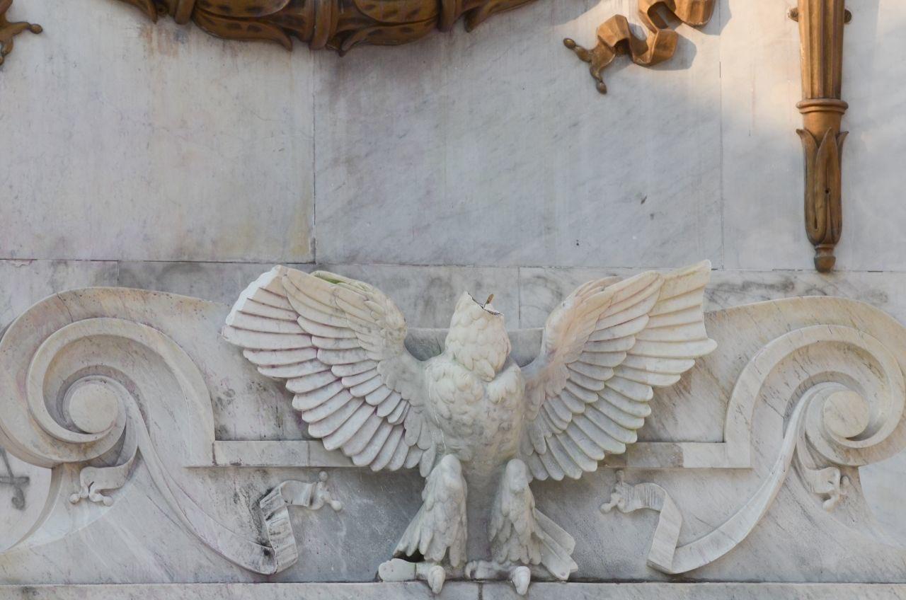 'Decapitan' águila de Hemiciclo a Juárez