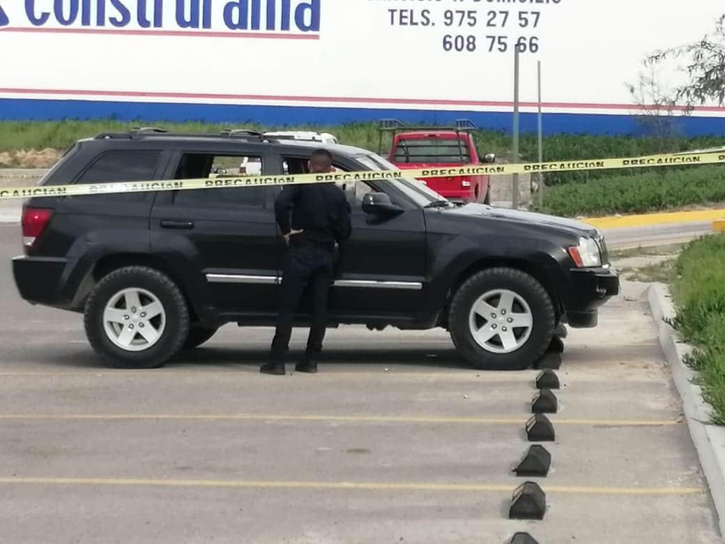 Acribillan a hombre en estacionamiento del super en Santa Fe