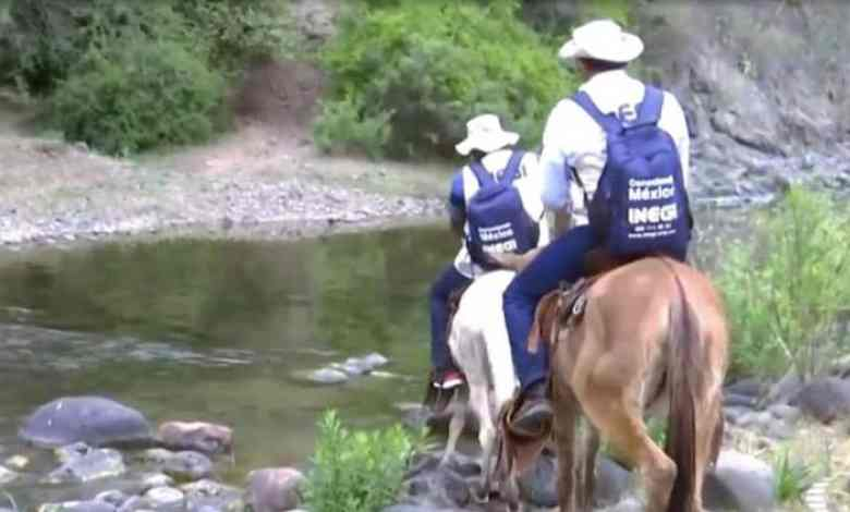 Encuestadores del Inegi van en burro a realizar Censo