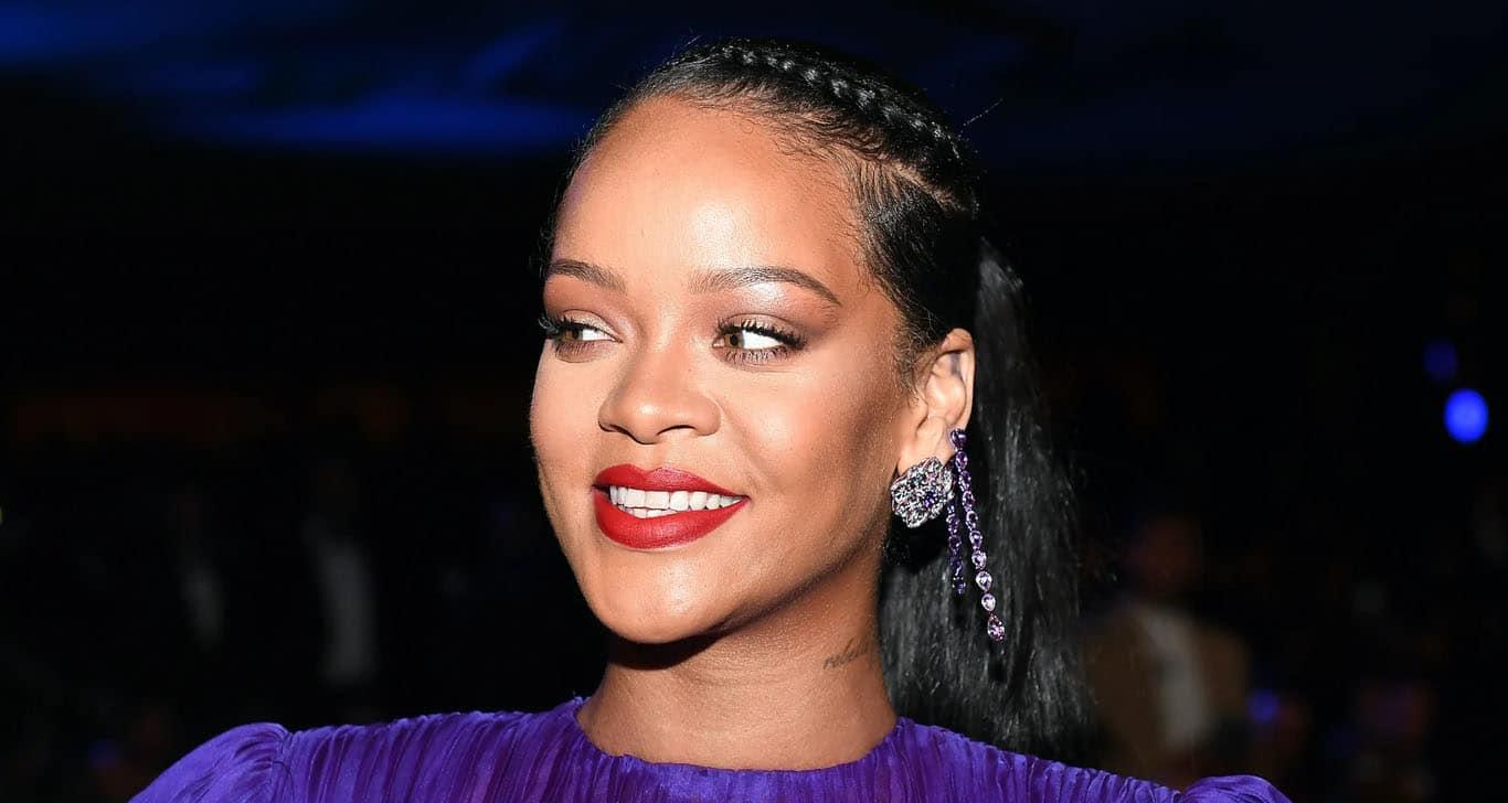 Rihanna dona 5 mdd para combatir coronavirus