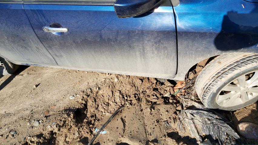 Uber cae a zanja y encuentra cadáver en Tijuana