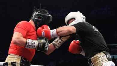 Photo of 'Travieso' Arce envió a la lona al referee en pelea vs JC Chávez